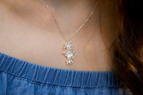 Micro-fresh water flower necklace