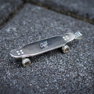 Movable Longboard necklace -Silver version