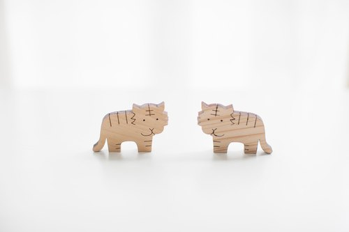 Customized name gift log light color wood chip - mini tiger