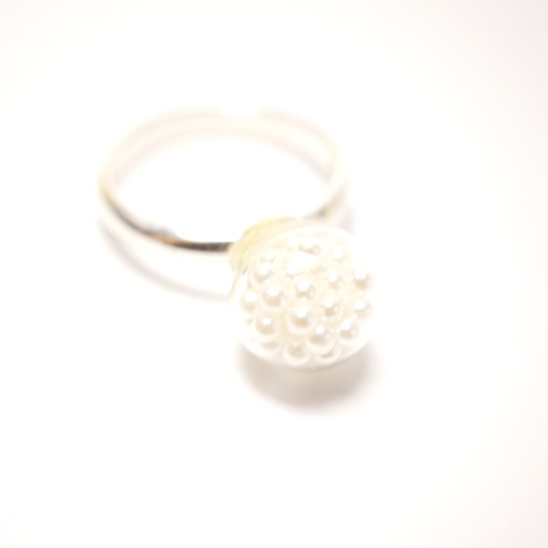A Handmade glass beads white pearl ring