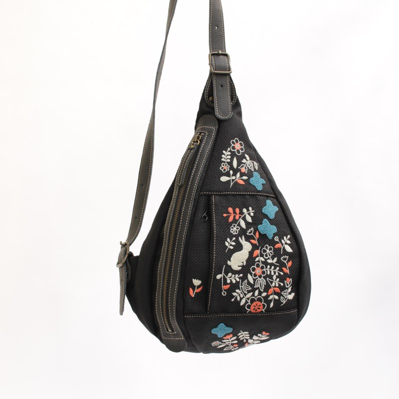 Shoulder bag · Rabbit garden embroidery