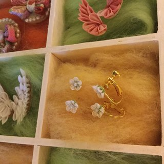 Tiny Tiny Flower Earrings Kasumi Grass 14 Kgf