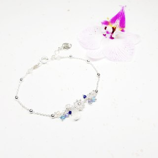 Elegant chick series ~ Moonstone and lapis lazuli sterling silver bracelet Moonstone