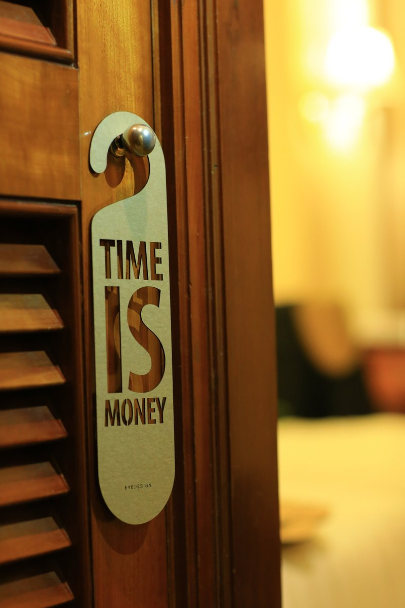 One word door hanging TIME IS MONEY D35