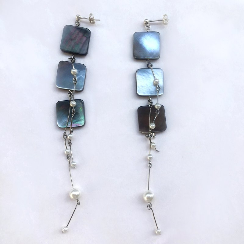 Gorgeous Black Shellfish Pearl Earrings - 925 Sterling Silver Ears