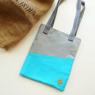 Fresh blue ice cream file shoulder bag out bag can be added to buy pin goods without small pins