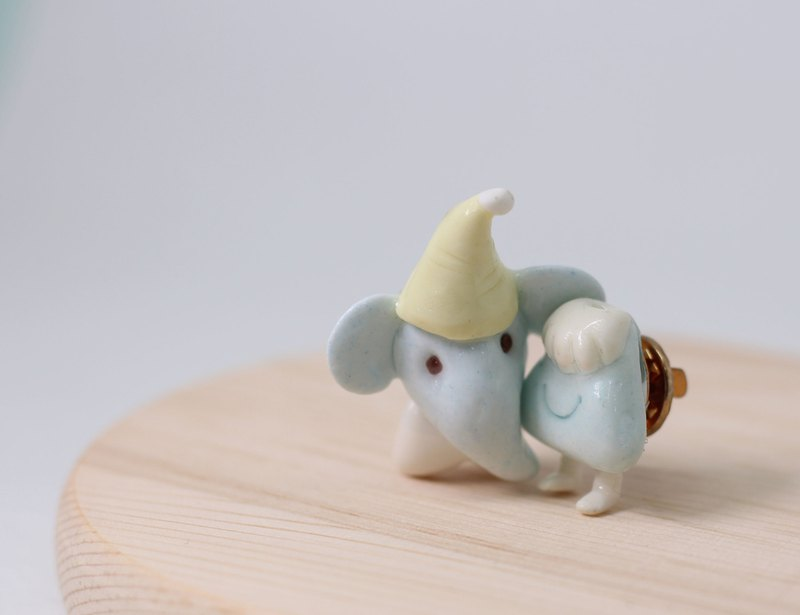 Elephant figure made by hand and Mount pin / brooch / pin of Mount Fuji