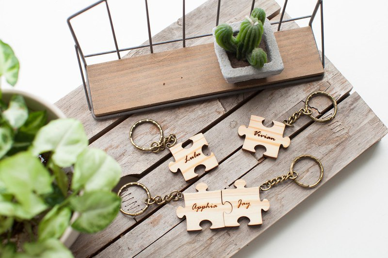 Double-sided customized classic beauty wood puzzle key ring - 4 pieces