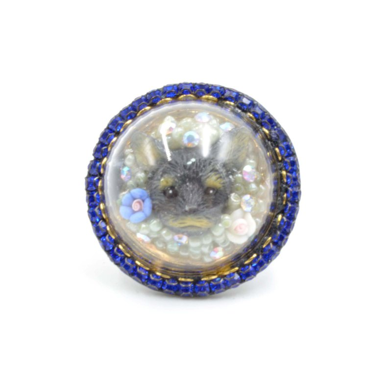 Schlesa puppy glass cover ring decorated with Swarovski crystals around the pearl ceramic flower decoration