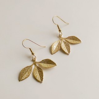 Hand-made brass three-leaf earrings