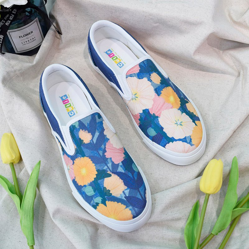 Train illustration canvas shoes hollyhock low quilt cotton breathable hand-painted flowers Wenqing Taiwanese gift