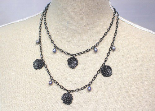 Two consecutive lacquer lace necklace 1