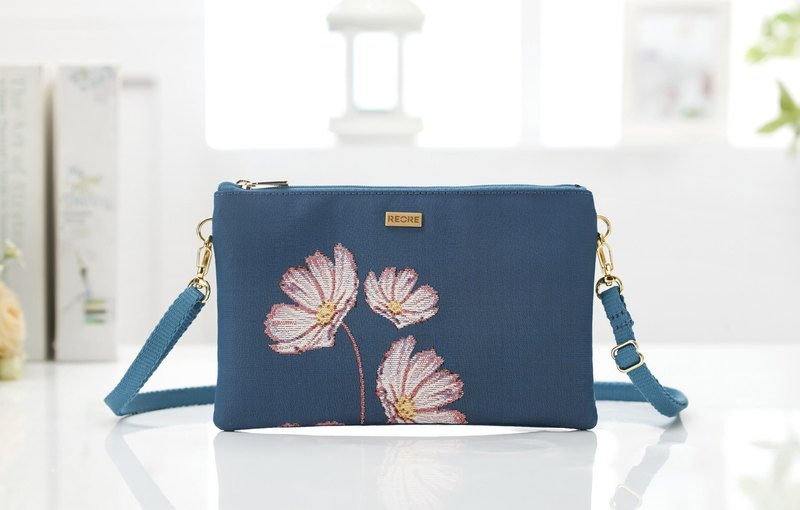 Silk flower woven painting hand-shouldered dual-use bag confused purple blue