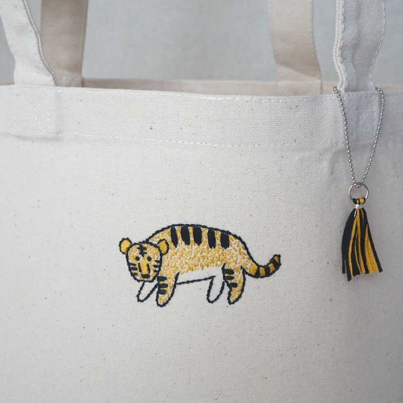 "the oriental zodiac Tote bag with hand embroidery ""tiger"" [order-receiving production]"