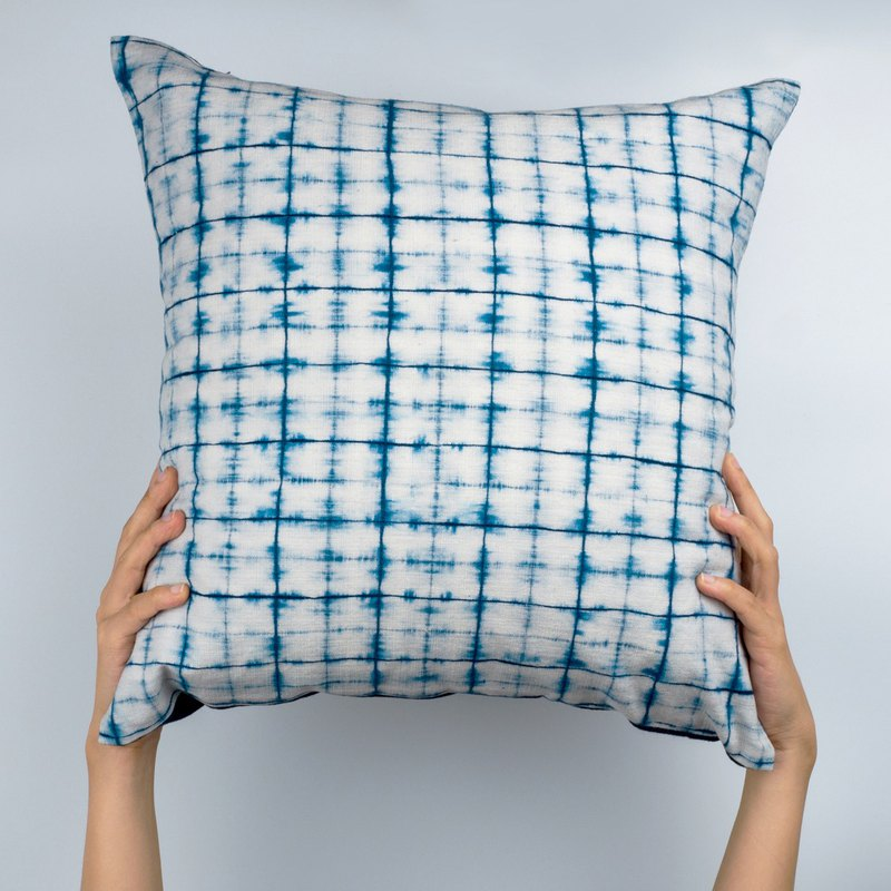 "Naturall Dye Indigo Linen Pillow - ""Lattice"" Design - Modern Shibori Tie Dye"