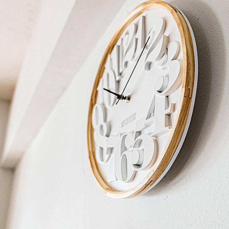 AMP-數字交錯質感木紋掛鐘