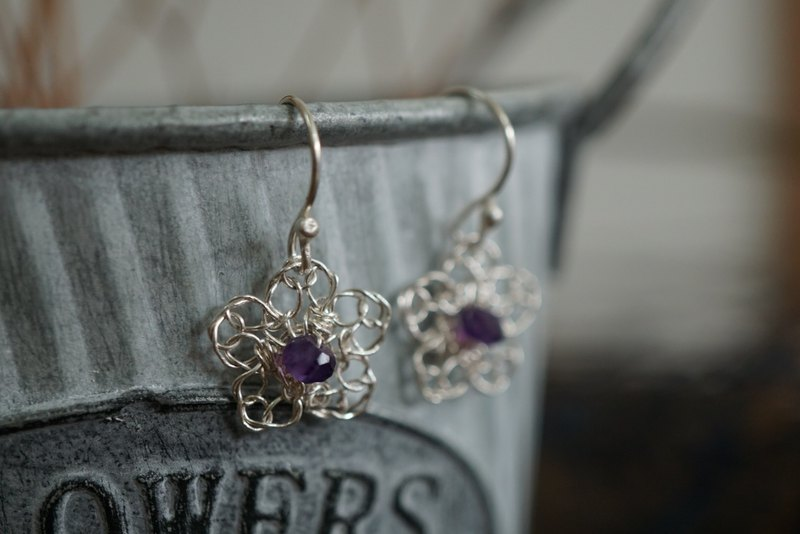 Tiny Daisy silver lace earrings - violet amethyst