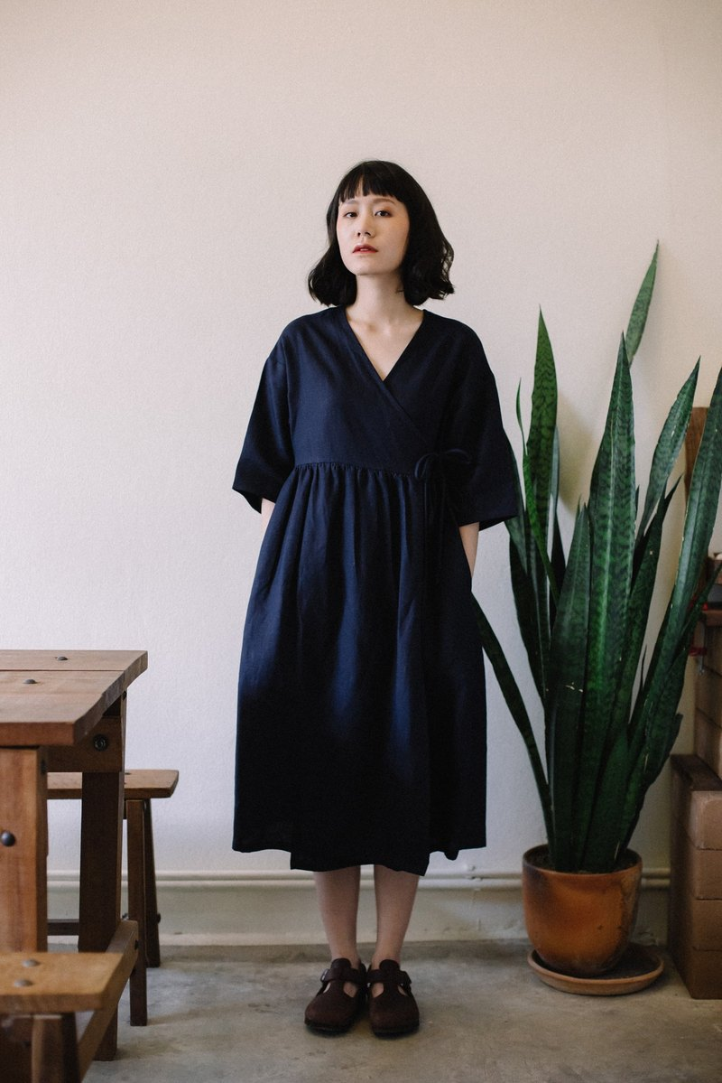 Linen wrap dress with double bow tie in Navy