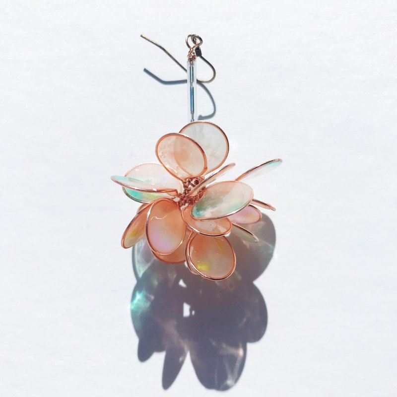<Coral> Unilateral design, hand-designed resin earrings / hanging / earring / accessories