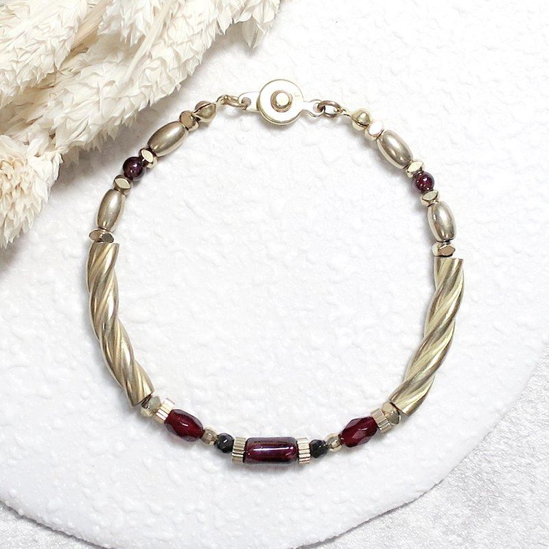 ♦ VIIART ♦ Writer ♦ Garnet Antique Bead Brass Bracelet