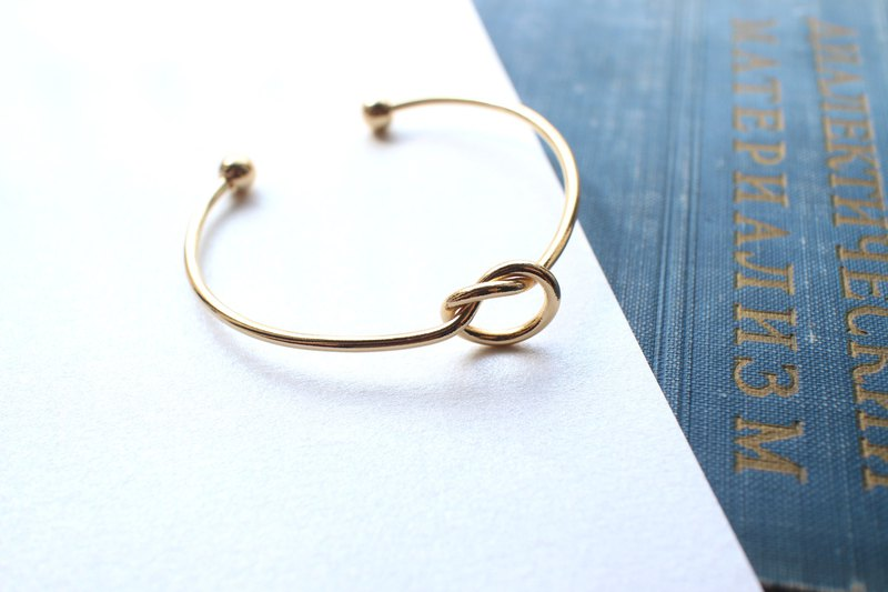 Make a circle- brass bracelet