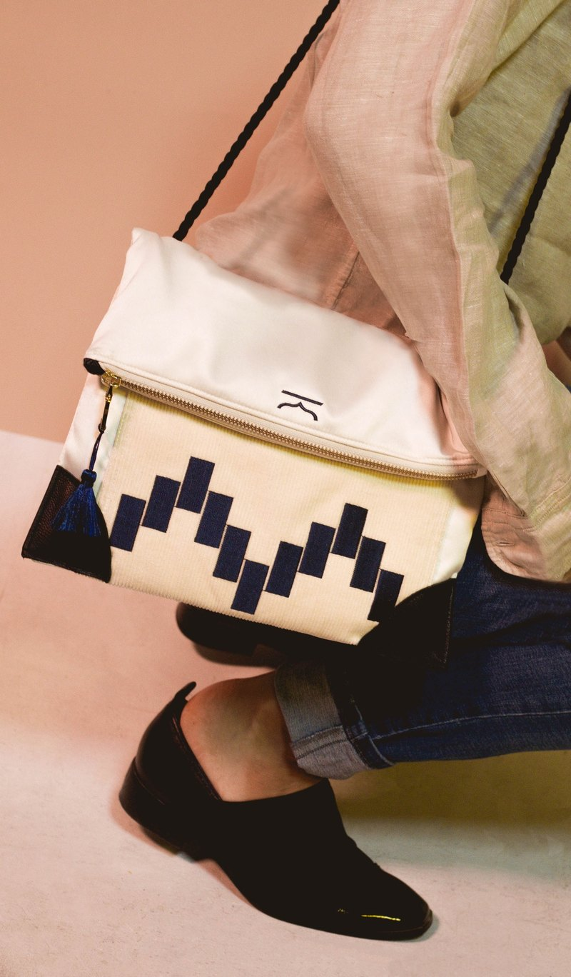 White adaptable moroccan shoulder bag and clutch - Moroqshade