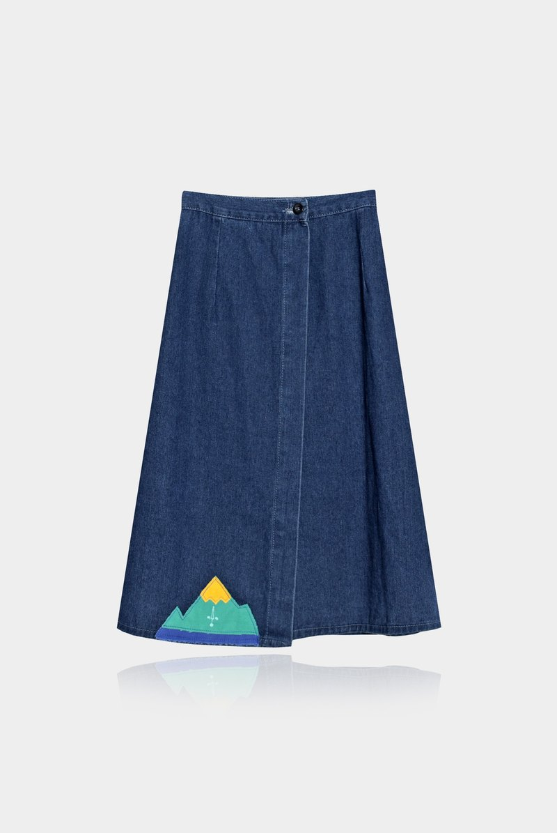 [An] innocent Limited Mr. Waitoushan / a denim skirt