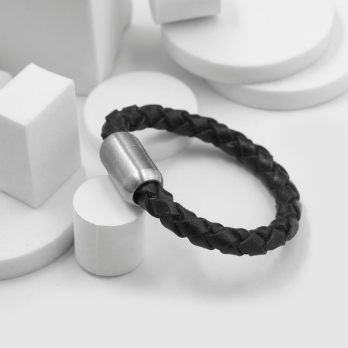 Magnetic buckle braided bracelet (black)
