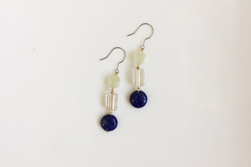 [6 fold out of print out clear] transparent の green natural stone antique resin molding earrings