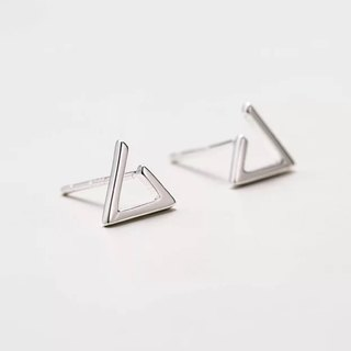 Big staff Taipa [handmade silver] mini triangle personality sterling silver earrings