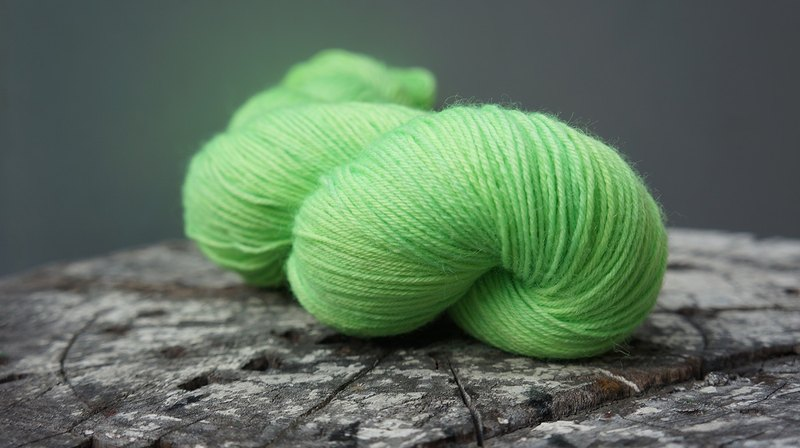 Hand dyed line. Green Apple (BFL) (Sock Yarn)