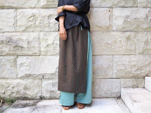 Total embroidery / wrap skirt style pants / ramune color