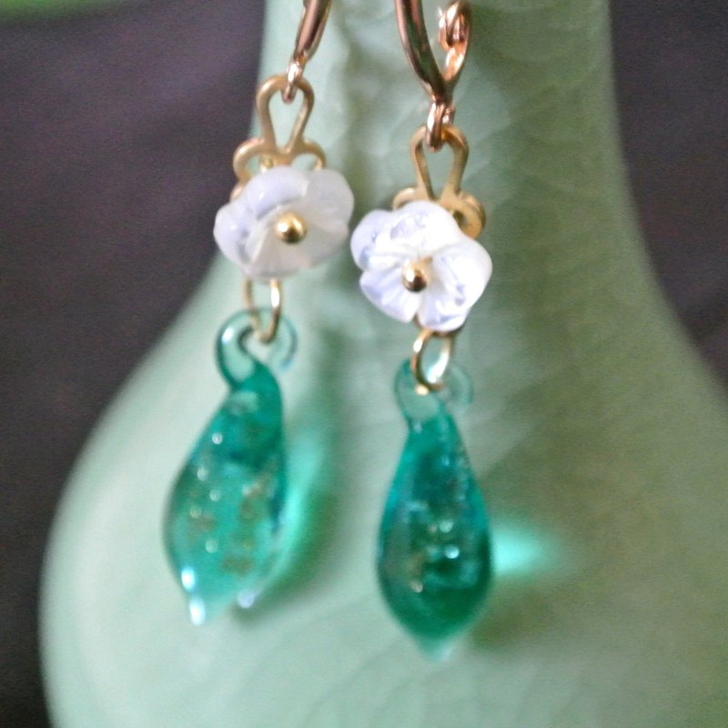 Weiyang Earrings (Sand + Lake Green)