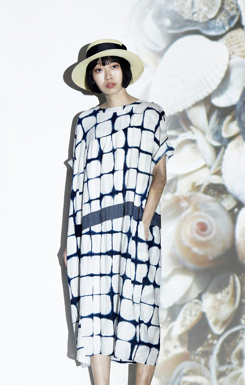 Sea_Day and Night Mirrored Five-point Sleeve Wide Collar Dress