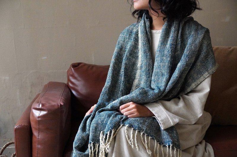 Bidian // hand-twisted hand-woven. Cotton plant dyed multifunctional large shawl