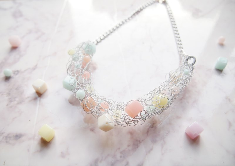 Fresh white elastic copper wire with jelly color necklace N137