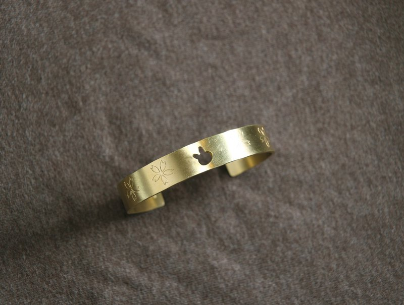 Ni.kou brass cherry rabbit carved gold bracelet