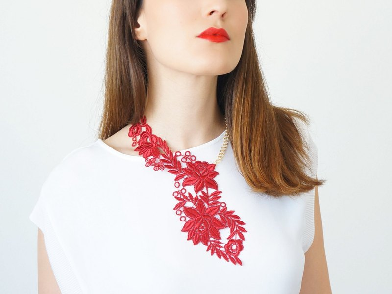 RED Teacher Appreciation Gift for Teacher White Lace Necklace Statement Necklace Gold Necklace Bridal Necklace Wedding Necklace Gift/ VAPRIO