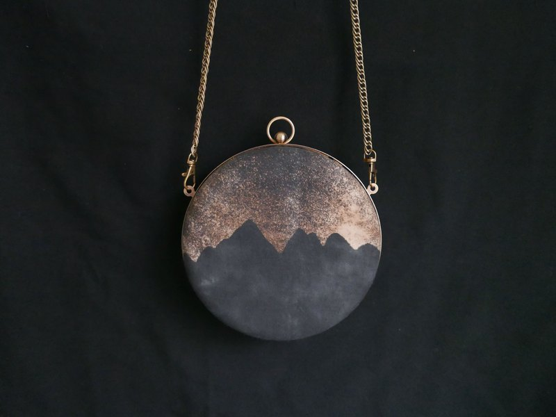 Night mountain hand dyed round shell mouth gold bag dinner bag