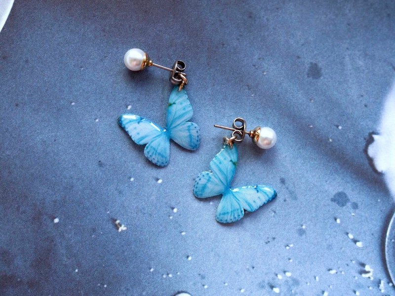 Light Blue Butterfly Stud Earrings With Pearl, LB02