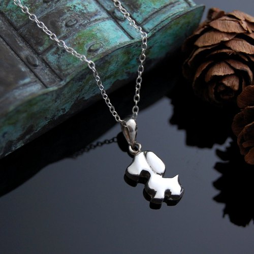 Walking the dog (silver necklace)