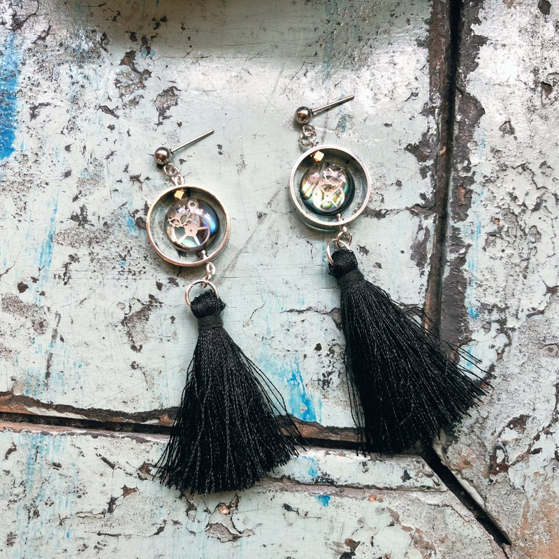 Frozen Time | Fringed Shell Earrings