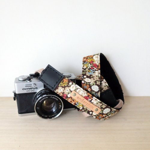 ENDORPHIN handmade camera strap (garden collection -cranberry)