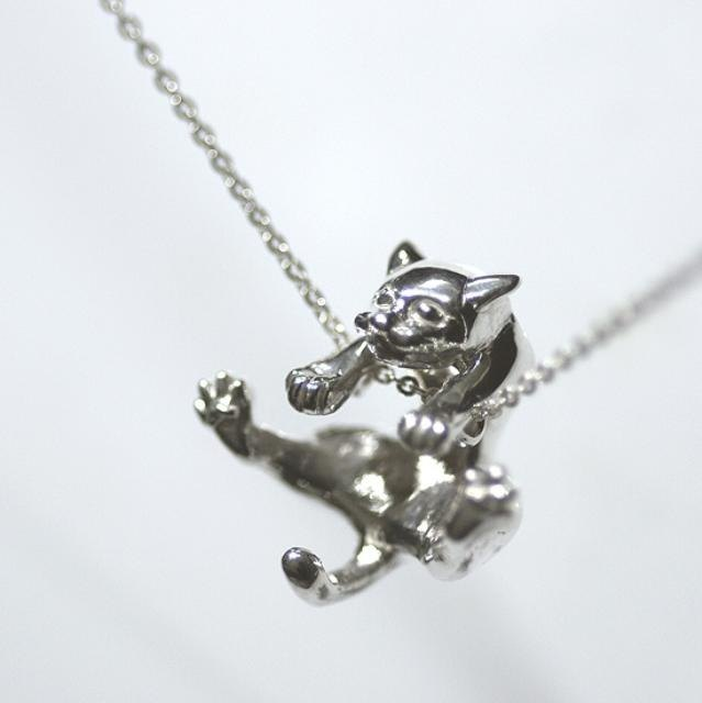Mischievous cat pendant