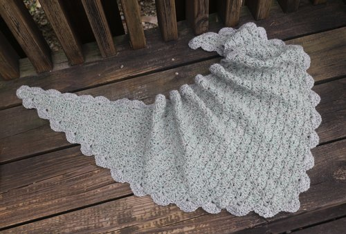 Hand-made - a small green light gray - Tricot warm - small batches triangle towel