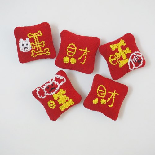 Independent original New Year limited embroidery Wang Choi text brooch