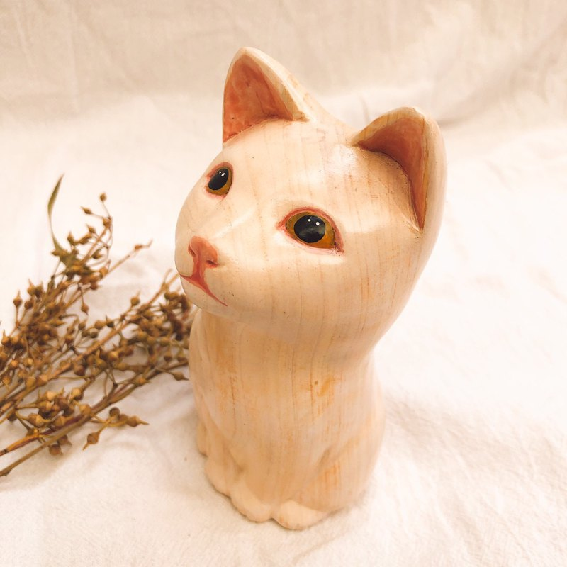 Woodcarving hand carved cat is full of expectations