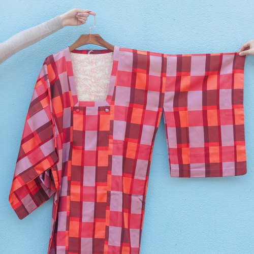 Vintage kimono / synthetic fiber big red wind red grid line