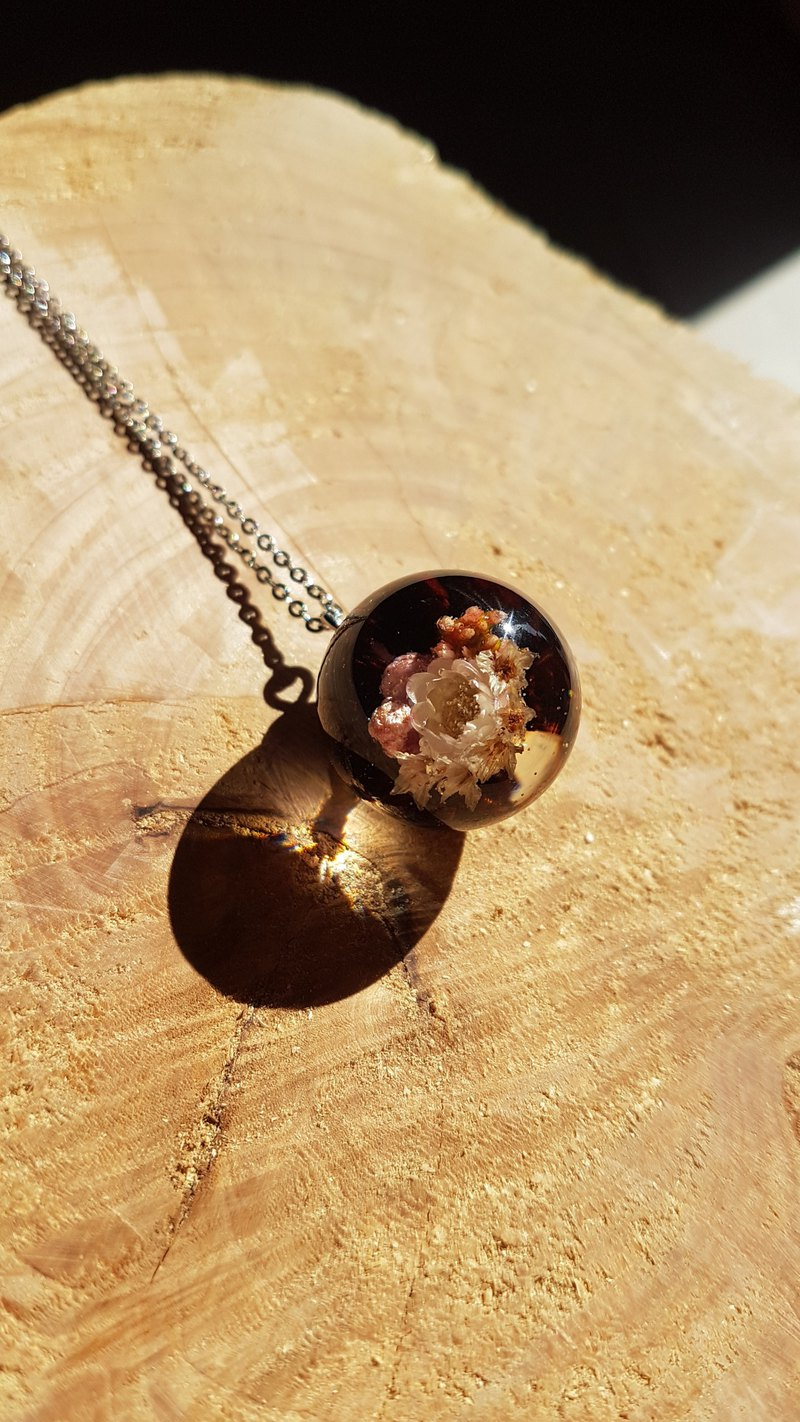 [handmade] red rosewood small garden ball necklace