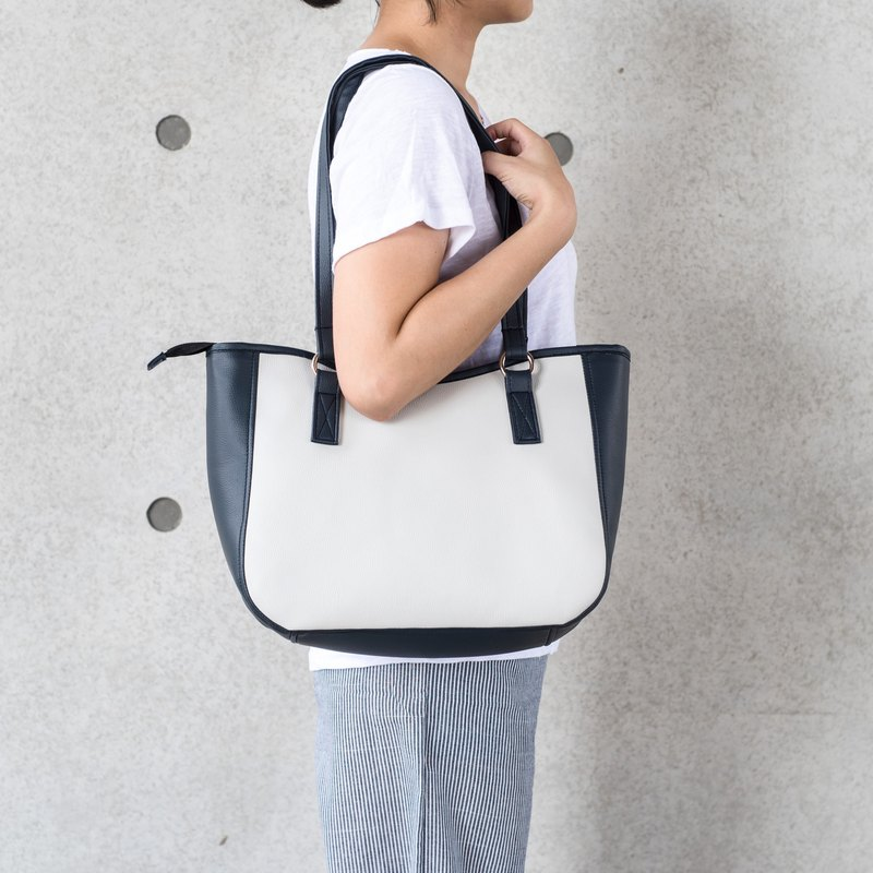 Two-color side shoulder big tote white smoke X Star Blue
